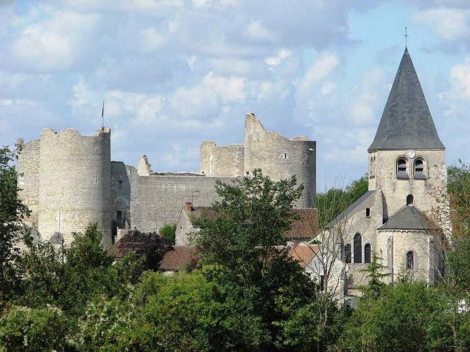 Yèvre-la-Ville   ...  Yèvre-le-Châtel